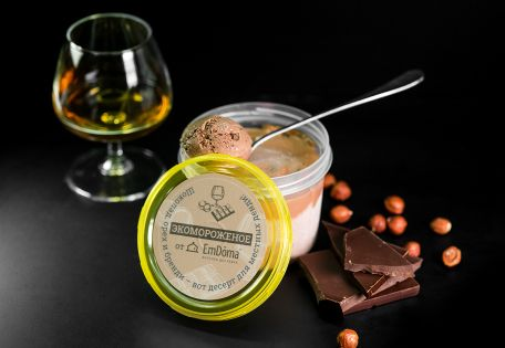 Мороженое шоколадно-ореховое с бренди