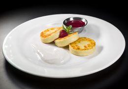 Сырники с джемом или сметаной