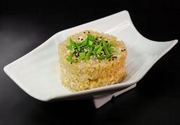 Жареный рис с чесноком