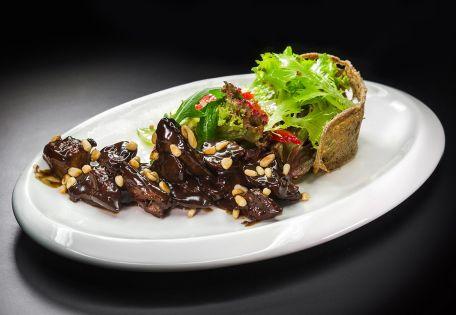 Микс-салат с сочной куриной печенью в бальзамическом соусе