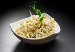 Салат с соевыми ростками