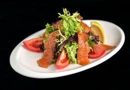 Салат со слабосоленым лососем