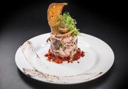 Салат с шампиньонами и мясными деликатесами