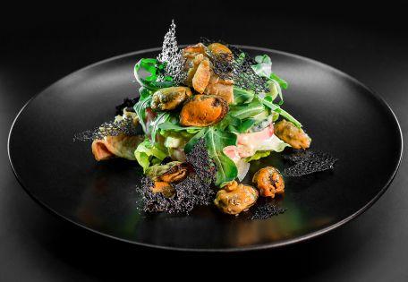 Салат с авокадо и морепродуктами